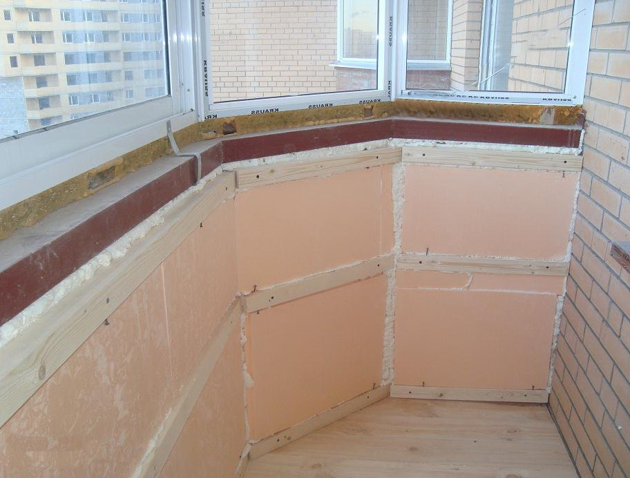 Как изолировать от влаги объединенный балкон.